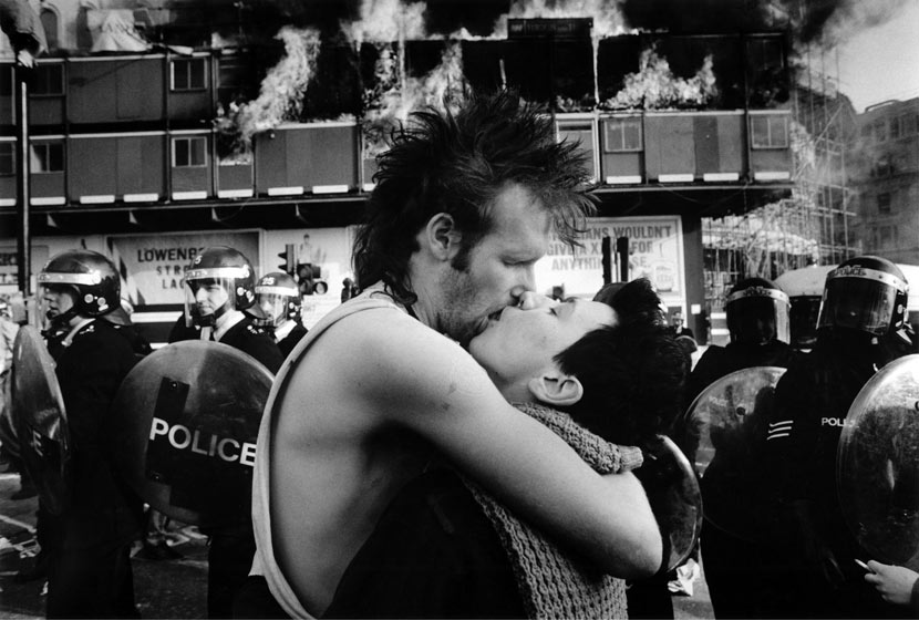 Poll-tax-riots-kiss-001
