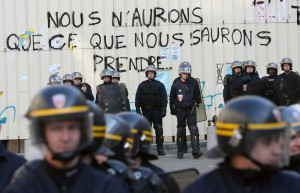 cops w graffiti 03 06 nousaurons