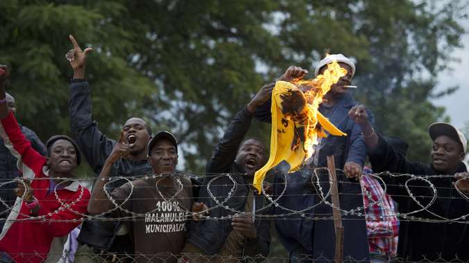 Malamulele proletarians burn ANC flag at rally after booing president
