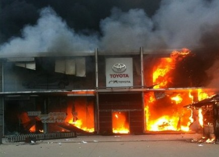 toyota-dealership-burned-in-qingdao