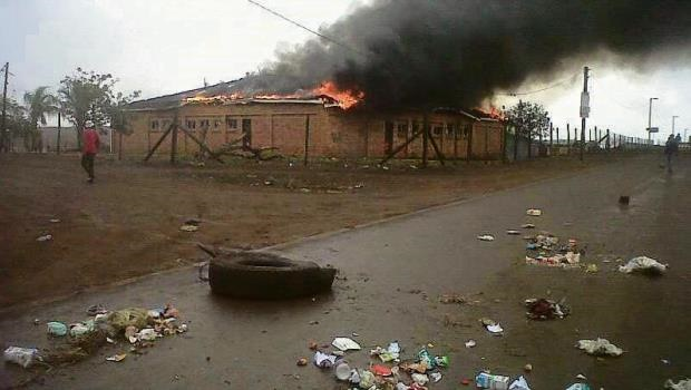 Mtubatuba residents burn down community hall