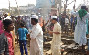 bangladesh railtraciks blocked 12 1 16