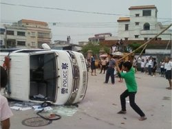 wukan-cop-car-overturned