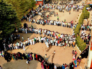 india-bank-queue